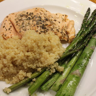 Simple Quinoa Recipe (served with salmon and asparagus)