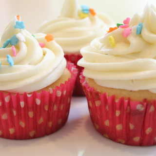 Simple Vanilla Frosting for Cupcakes