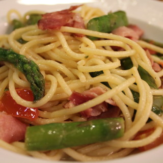 Spaghetti with Asparagus, Smoked Mozzarella and Prosciutto