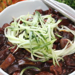 Korean Food: Jajangmyun (Noodles with Black Bean Sauce)! This Korean adaptation of a Chinese black bean noodle dish is so delicious!