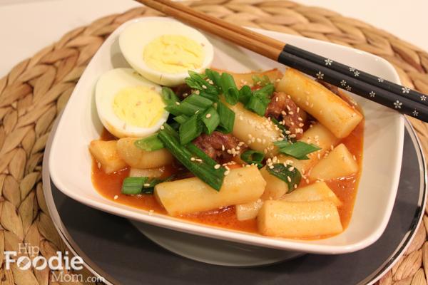 Korean food dukboki korean rice cake in red pepper sauce hip for more korean food recipes click here forumfinder Images