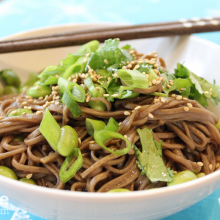 Soba Noodles with Edamame and Green Onions for a Healthy #SundaySupper!