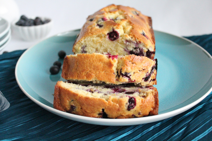 Blueberry Lemon Bread | HipFoodieMom.com