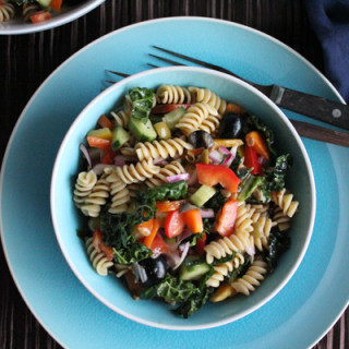 Kale Pasta Salad for a Picnic #SundaySupper