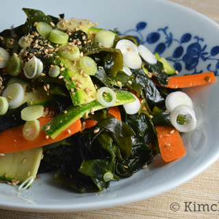 Guest Post: Miyeok Salad with Ponzu Dressing from Kimchi Mom