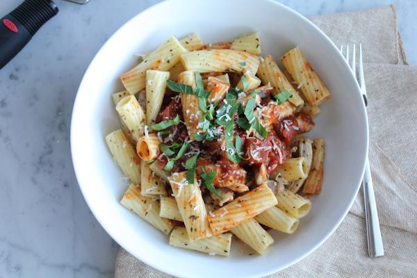 Chicken Bruschetta Pasta | HipFoodieMom.com