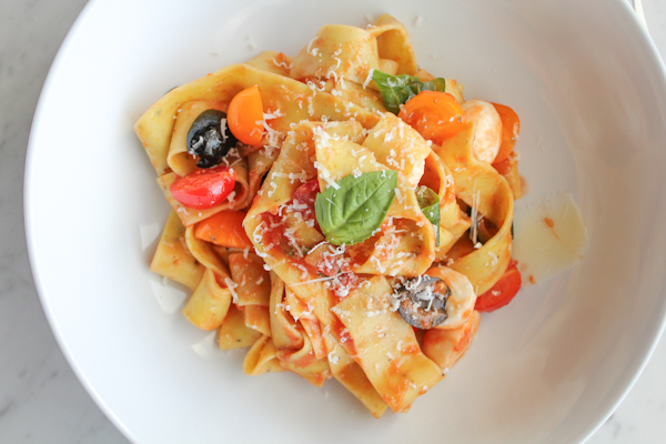 Pappardelle with tomatoes and basil_upclose | HipFoodieMom.com