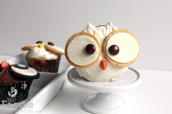 Golden_Owl_cupcake | HipFoodieMom.com