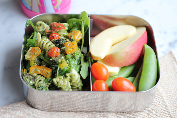 My kid's Ultimate Lunchbox with Lindsay Olives. .  and get my lunchbox tips when packing lunch for your child. You don't want to miss these! #backtoschool