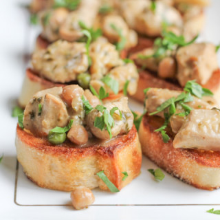 Coconut Lemongrass Chicken Curry Crostini for #SundaySupper #GGHoliday2013