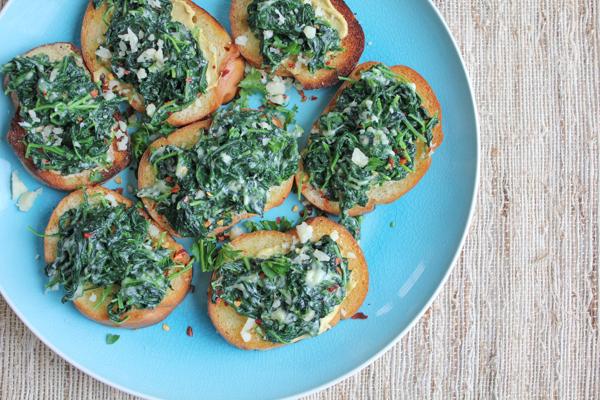 Creamed Kale Crostini | HipFoodieMom.com