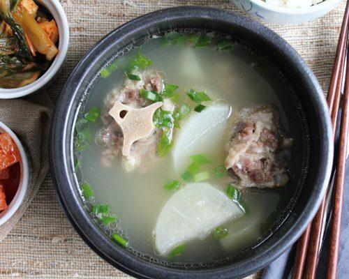 Korean Oxtail Soup (Kkori Gomtang)