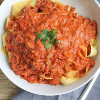 Slow Cooker Bolognese Sauce with Pappardelle for @GalloFamily #SundaySupper