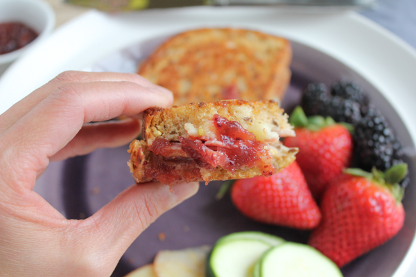Apple, Prosciutto and Gruyere Grilled Cheese_bite with jam