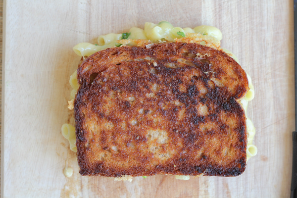 Macaroni and Cheese Grilled Cheese | HipFoodieMom.com
