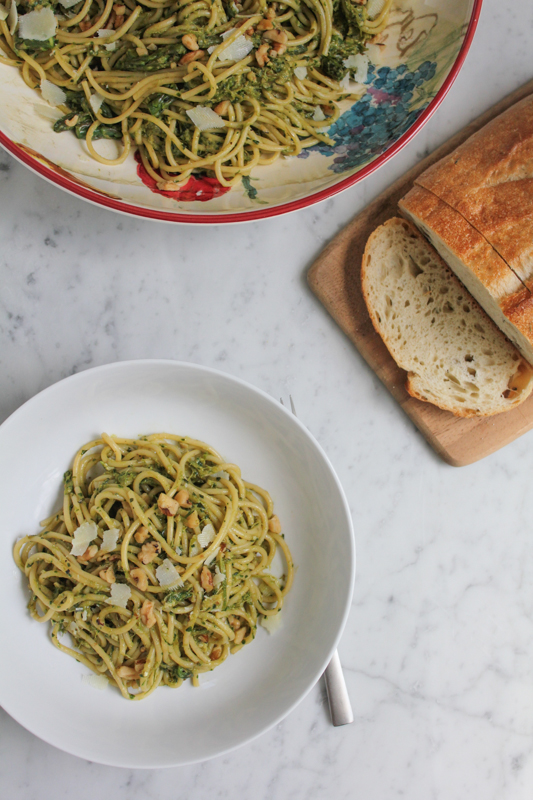 Spaghetti with Asparagus Pesto and Walnuts_vert with bread