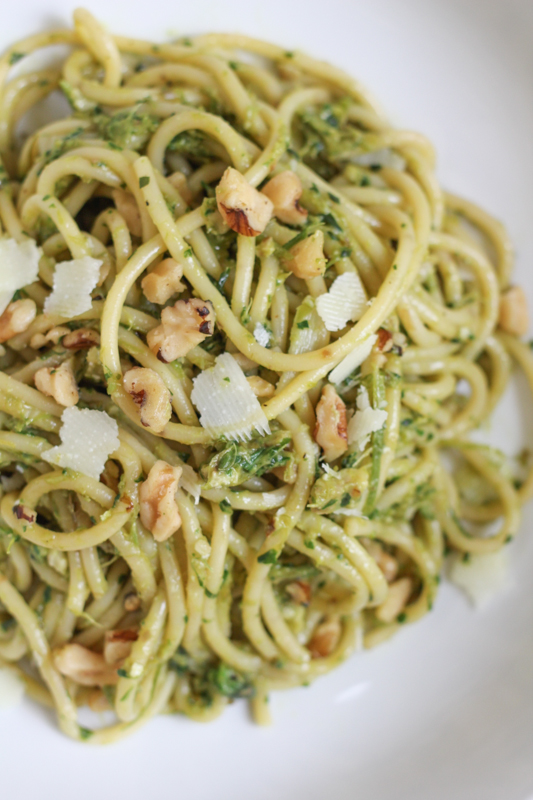 Spaghetti with Asparagus Pesto and Walnuts - Hip Foodie Mom