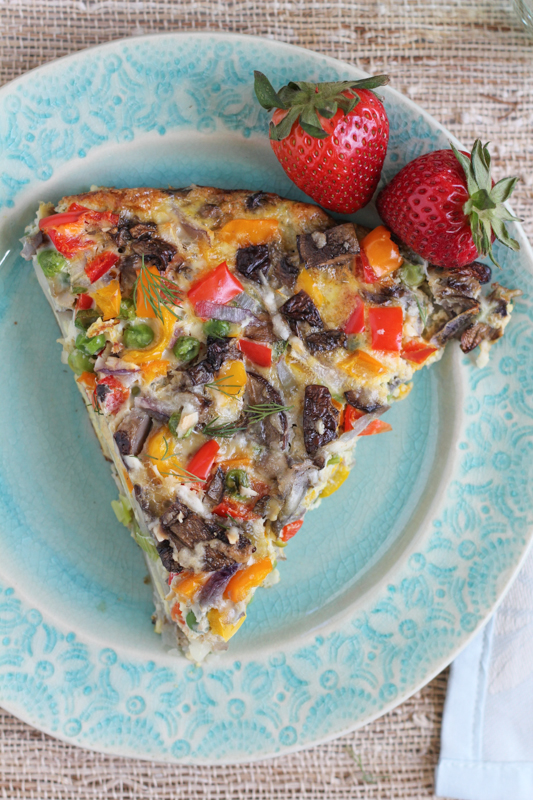 Veggie and Scalloped Potato Frittata_slice | HipfoodieMom.com