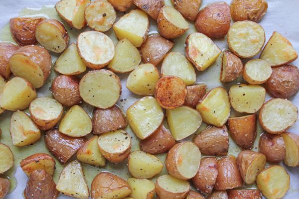 Roasted Potato Salad with Parsley and Arugula. A new and fresh way to make potato salad! Roasted potatoes with green beans, parsley and arugula, mixed in a lemon, Dijon mustard and honey dressing. So good!