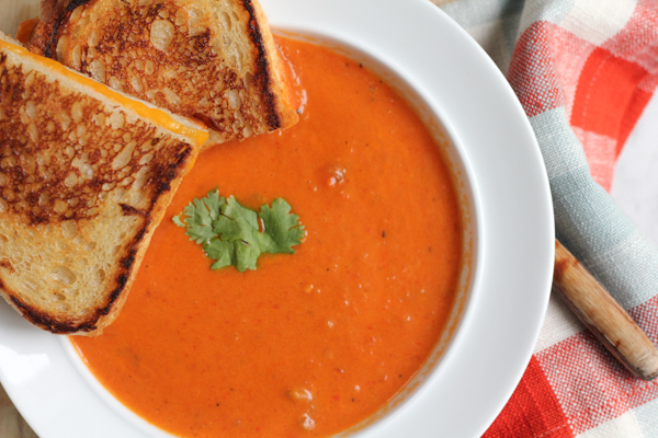 Roasted Red Bell Pepper Soup!! Packed with slow roasted red bell ...
