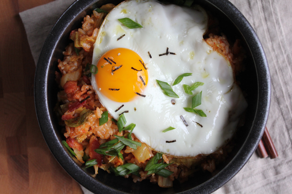 Hot and spicy and filled with bacon bits, kimchi and topped with a fried egg. You've got to try this Kimchi Fried Rice Bowl!  #kimchi #koreanfood #ricebowl #comfortfood