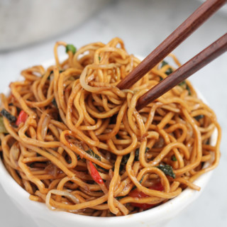 Healthy, Tasty Vegetarian Chow Mein
