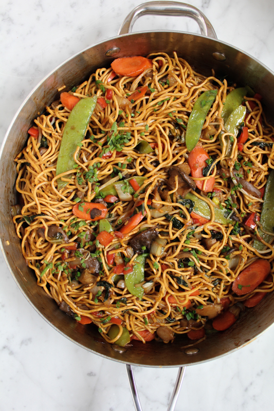 Healthy tasty vegetarian chow mein hip foodie mom quick easy to follow and delicious vegetarian chow mein make your favorite forumfinder Images