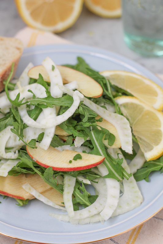 Easy-to-make, fresh and using in-season fennel, this Fennel Apple Salad is simple and delicious! #fennelsalad