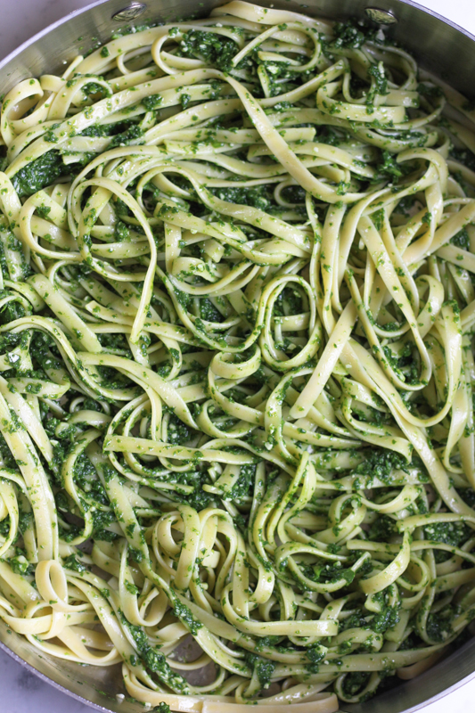 Your tastebuds will have a party with this Lemony Spinach Pesto Pasta with Roasted Asparagus. Flavorful, fresh and so delicious! You have to try this!