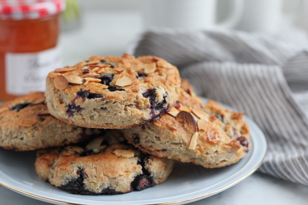 Delicious Gluten Free Blueberry Lemon Scones! So good you'd never guess these are gluten-free!! Plus enter to win Gluten Free 1 to 1 Baking Flour from @bobsredmill #glutenfree #glutenfreebaking #scones