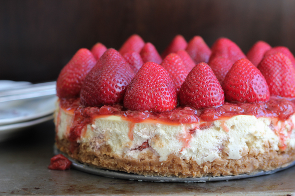 Classic Strawberry Topped Cheesecake - A golden Oreo crust, cheesecake layer with fresh strawberry bits, topped with strawberry sauce and fresh strawberries! #strawberrycheesecake PLUS a @kitchenaidusa baking #giveaway including a 9-speed hand mixer and more!