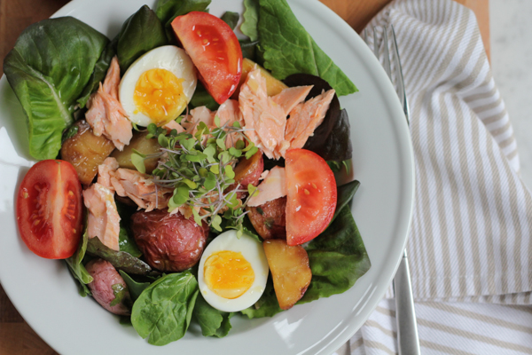 Baked Salmon Salad with Roasted Red Potatoes by Hip Foodie Mom. This light, fresh and colorful salad is bursting with fantastic flavor and texture. #salad #bakedsalmon