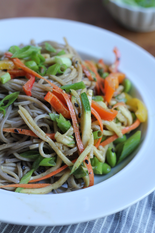 Light Asian Soba Noodle Salad! Colorful and fresh bell peppers with chewy soba noodles, edamame and a life changing creamy almond butter sauce! So easy and quick! #healthy #vegan #soba #sobanoodles #spon