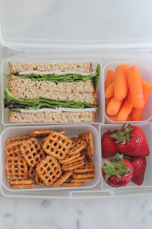 The actual time for eating lunch at most schools only lasts for 15 to 20 minutes and is filled with distractions. Make sure the lunch foods you pack are easy to eat, packed in easily opened packages, and don't require peeling or special tools.