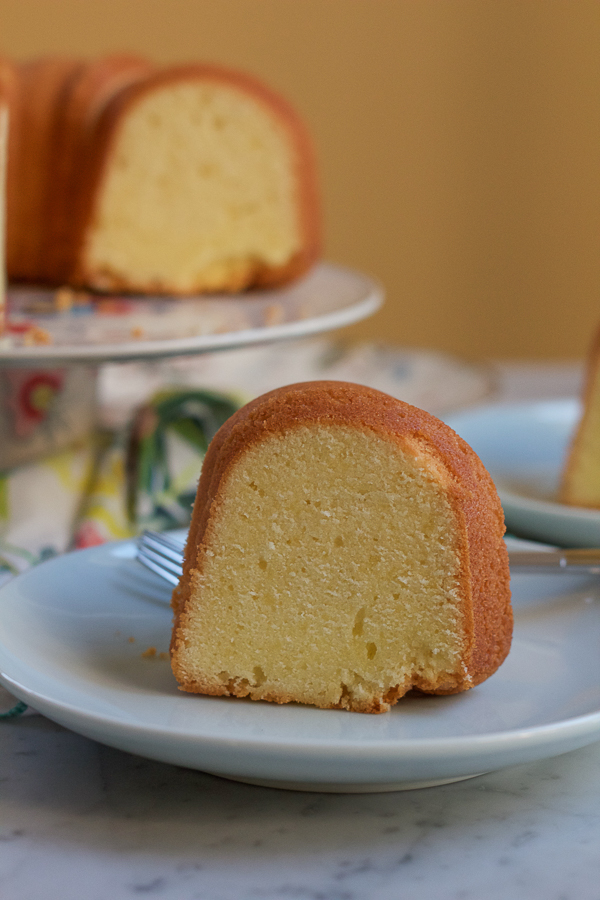 Mama's 7Up Pound Cake + A Giveaway! • Hip Foodie Mom