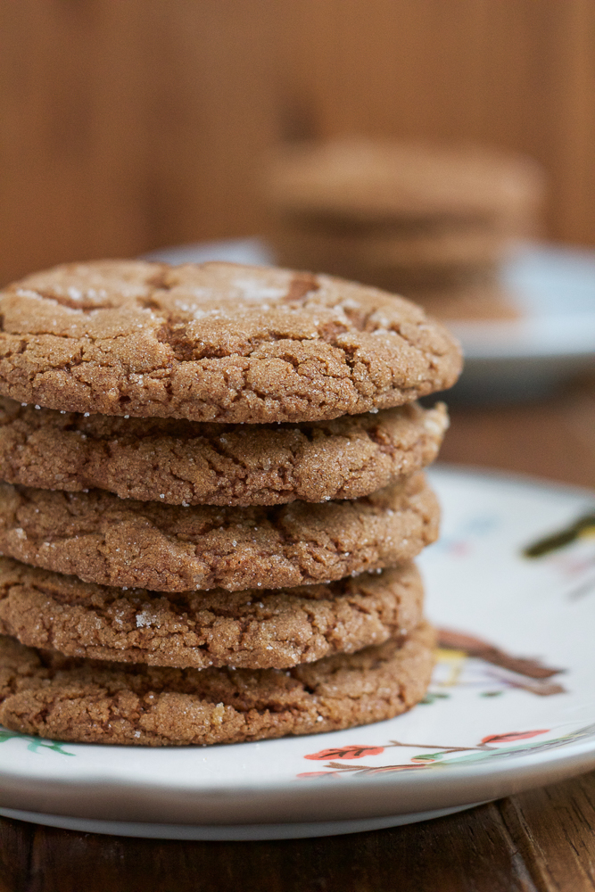 Perfectly chewy and delicious Pumpkin Molasses Cookies! Made with pumpkin, cinnamon ginger and molasses, these are the best cookies ever! Crispy on the outside, soft and chewy on the inside. #OXOGoodCookies