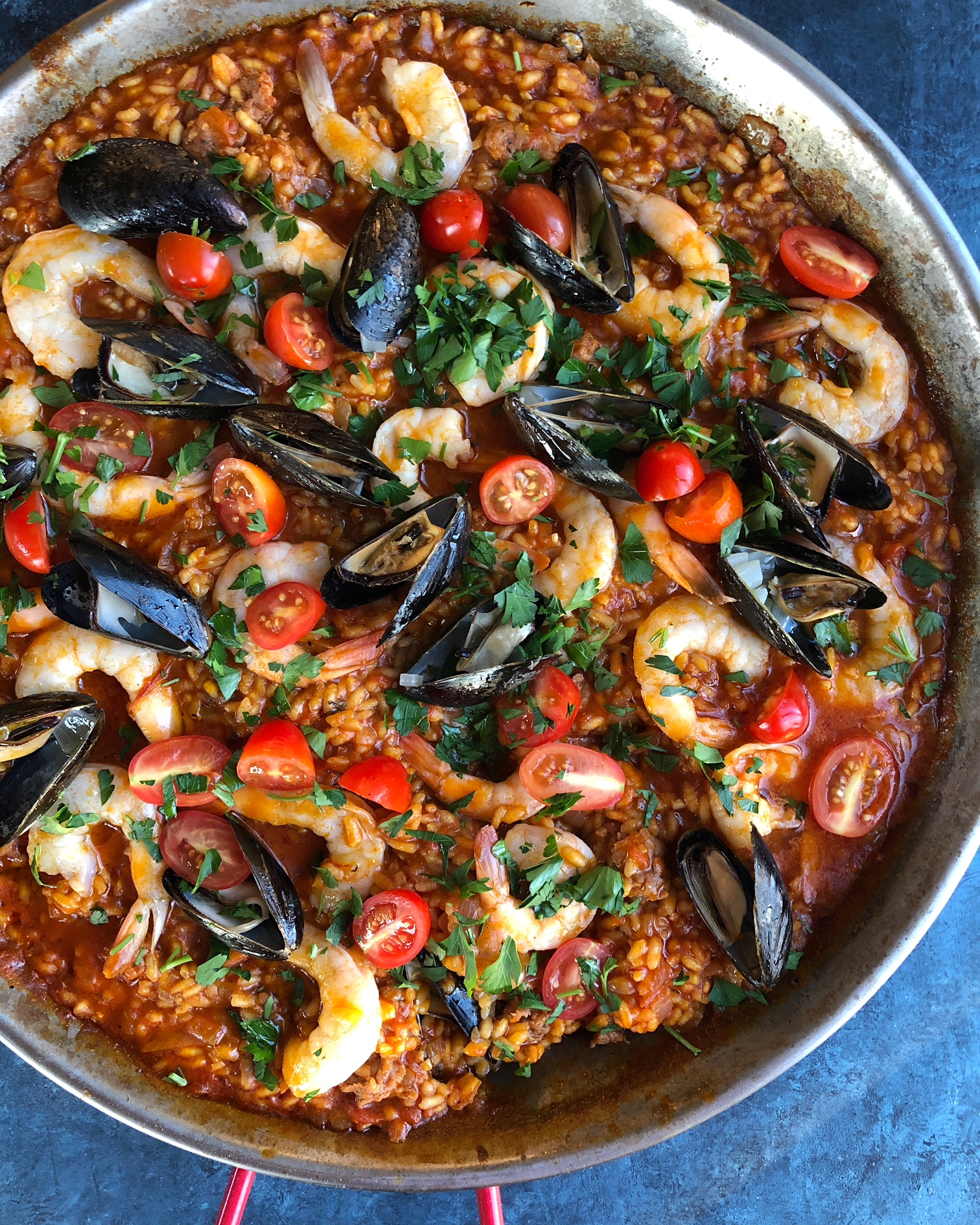 Authentic spicy seafood paella recipe with saffron hip foodie mom easy delicious and flavorful seafood paella that you can forumfinder Choice Image