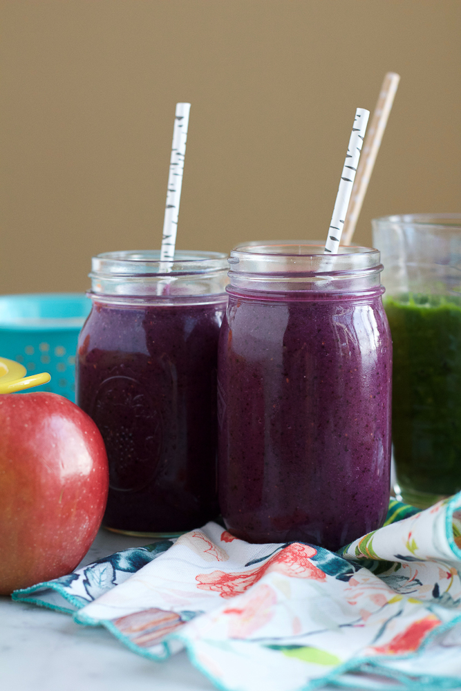 Healthy Breakfast Smoothies! Start off your day right with these Red Cabbage Smoothies! A refreshing, delicious, quick and easy way to start your day!