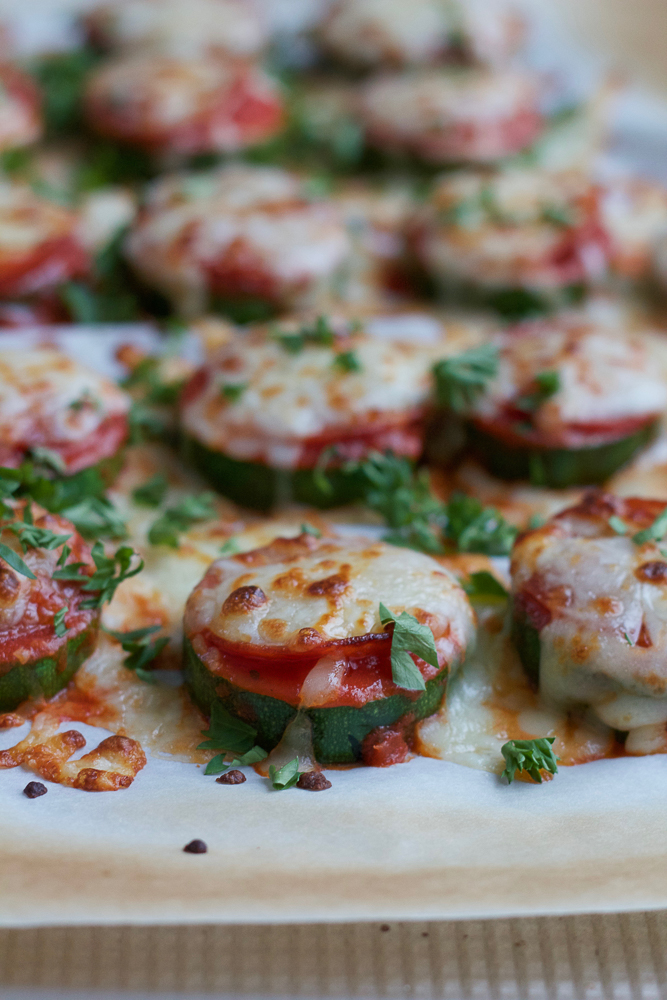 Zucchini Pizza Bites!! A fantastic low-carb option to pizza bites! Whip these babies up in under 15 minutes and enjoy!