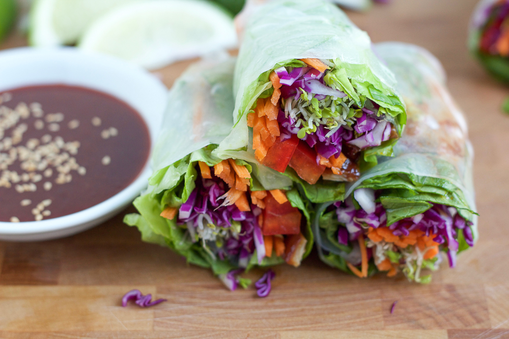 Asian Chicken Spring Rolls! Packed with a spicy and flavorful chicken ...
