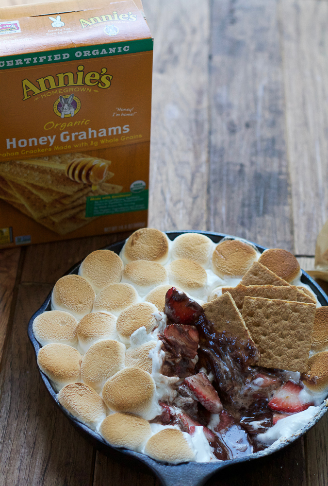 Easy S'mores Dip! Completely indulgent and yummy, this is the perfect quick dessert to make at home and share with friends and family!