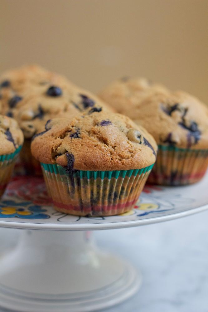 Healthy Lemon Blueberry Muffins!!! Bursting with fresh, plump, juicy blueberries and packed with lemon zest and coconut sugar, these muffins are just the thing to bake this summer!