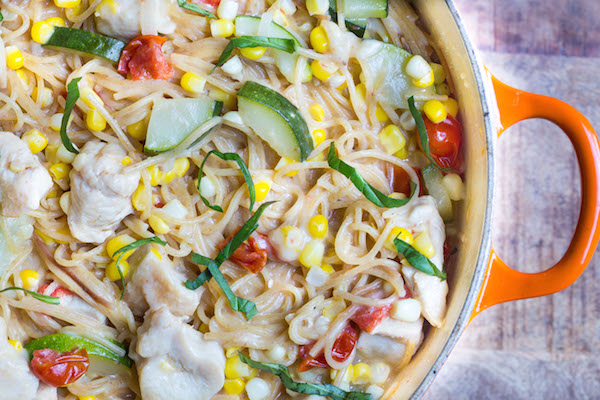 One-Pot-Creamy-Chicken-and-Summer-Vegetable-Pasta! Healthy Weekly Meal Plan 8.13.16! A healthy weekly meal plan featuring Summer flatbread, Cobb Salad Lettuce Wraps, a Thai black bean veggie burger and more!