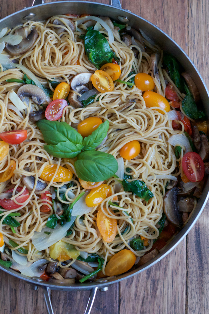 One Pot Pasta with mushrooms, tomatoes, spinach and basil! You literally throw everything into one pot and that's it! This is the perfect weeknight dinner!