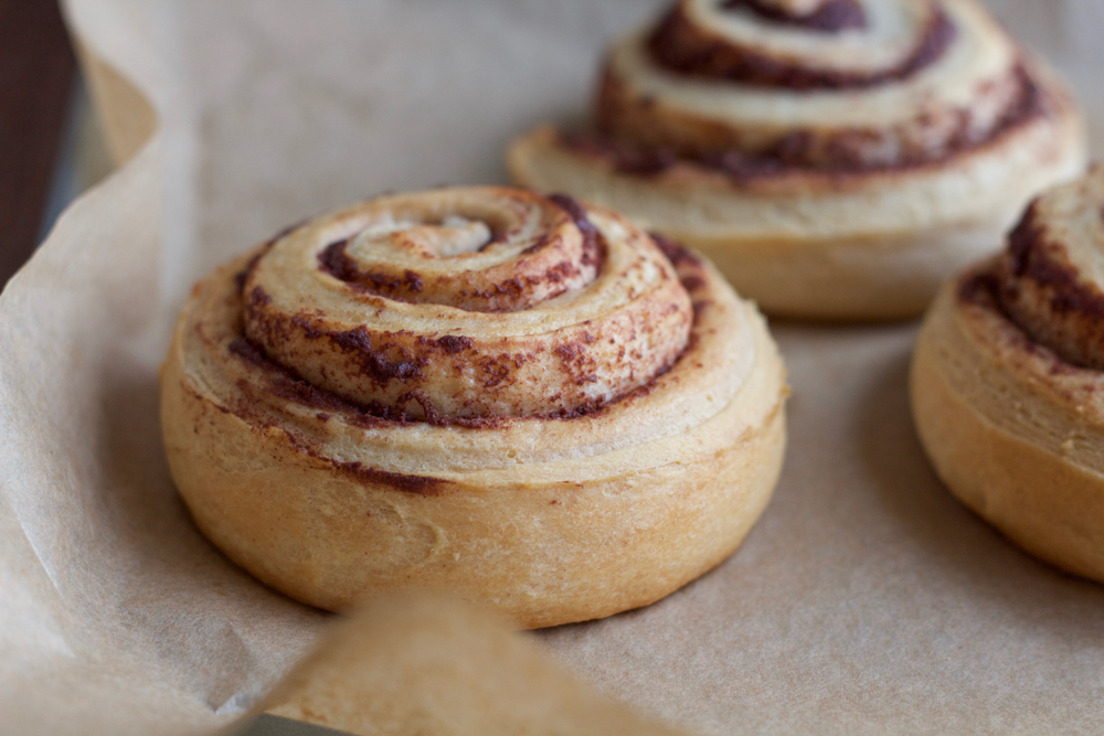 Apple Pecan Cinnamon Rolls made with ready made organic cinnamon rolls and Stemilt apples! Take your cinnamon rolls up a notch with this sautéed apple cinnamon and pecan glazed topping!