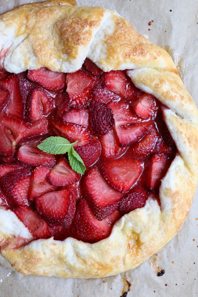 Strawberry Galette! Celebrate summer strawberries with this delicious ...