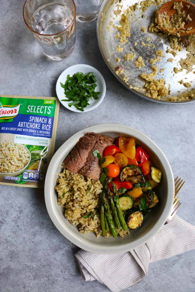 Delicious @Knorr Selects Spinach & Artichoke Rice Bowl with grilled meat and veggies! Now, this is what I call a perfect summer meal! So much goodness here! #ad #KnorrSelectsPartner