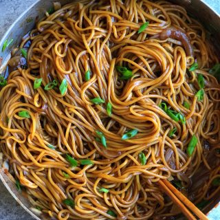 Super Simple Veggie Lo Mein! This is a bare bones version, using only an onion and some scallions. Perfect for a meatless meal!!