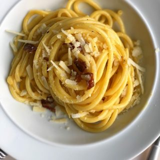 Simple Carbonara!! Eggs, noodles, cheese, and pork combine to create a glossy, glorious pasta carbonara! It's so good!