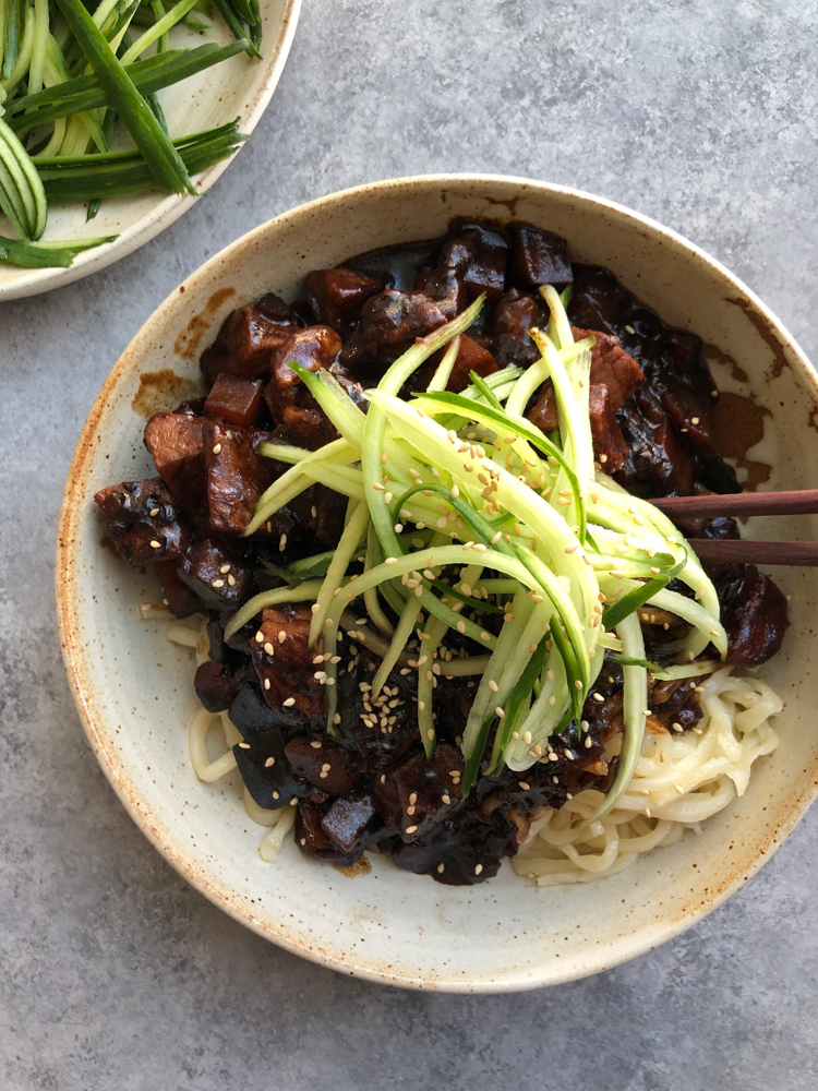 Korean Jajangmyeon: Noodles with Black Bean Sauce + A Video! This Korean adaptation of a Chinese black bean noodle dish is so delicious!